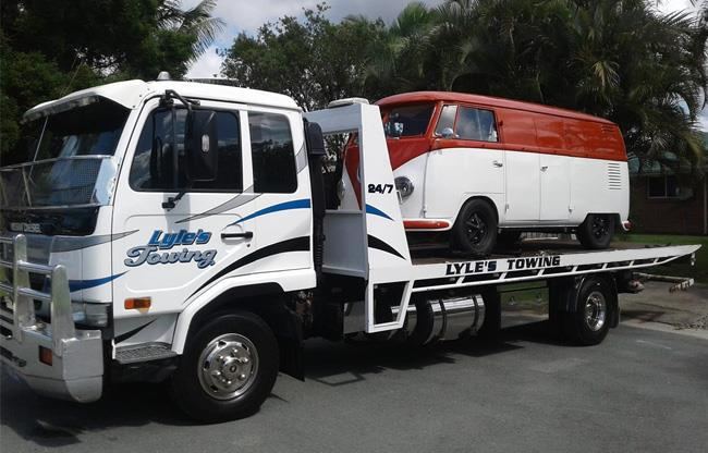 Lyle's Towing image