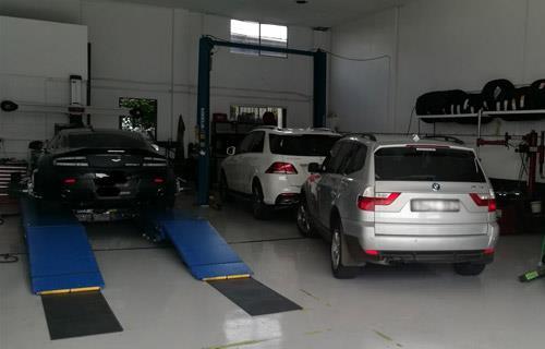 Deshon Tyres & Service image
