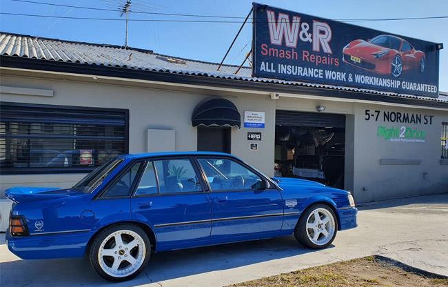 W & R Smash Repairs image